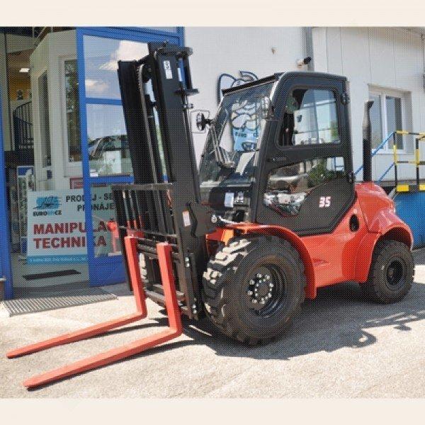 Použitý terénní vysokozdvižný vozík dieselový EUROLIFT CZ D35K-2WD - stav zánovní, předváděcí vozík